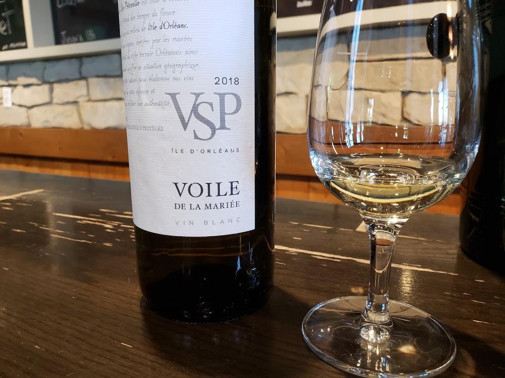 Au vignoble Sainte-Pétronille sur l'Île d'Orléans vins du Québec