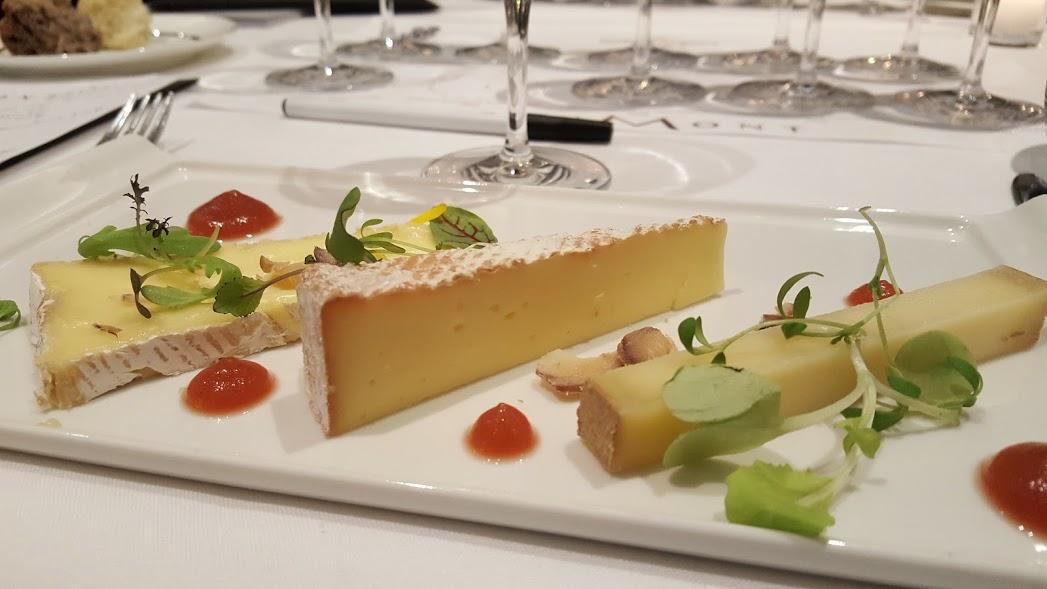 Dégustation de Château Bouscassé Vieilles Vignes 2006 de la Maison Brumont, accompagné de fromages québécois : Riopelle, Louis d'Or et Mi-Carême. Au Ritz Carlton, Montréal.