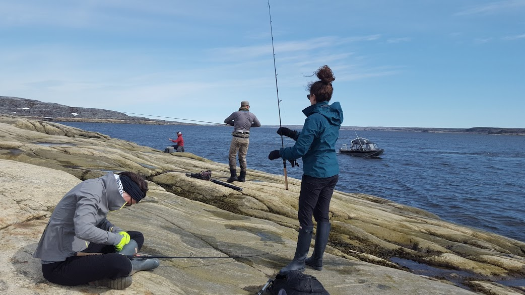 À la pêche, l'été, à Kuujjuaq.